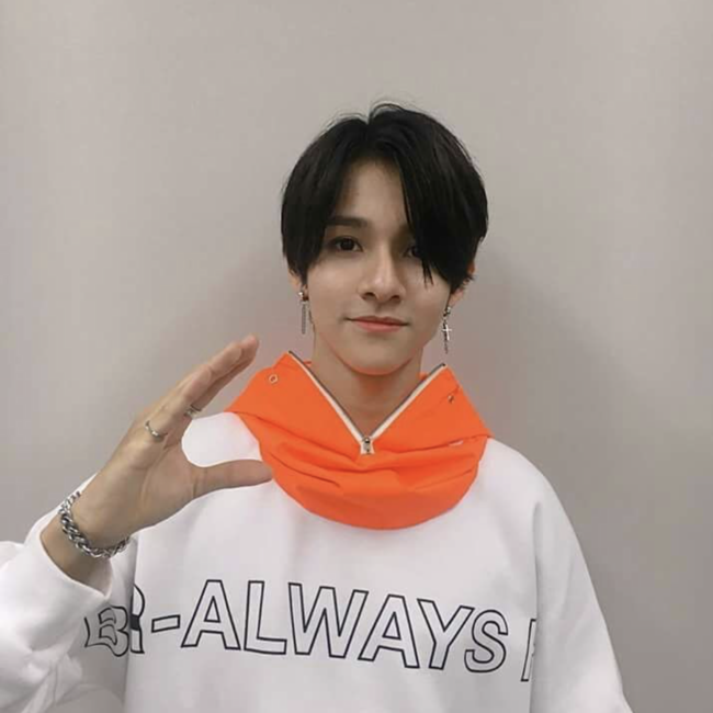 bsrabbit@BSRABBIT CELEBRITY 사무엘 비에스래빗 BSRABBITSBS MTV '더 쇼' 의상 협찬 BSRALWAYS CREWNECK WHITEBBB Waterproof ZIP UP HOODWARMER ORANGE